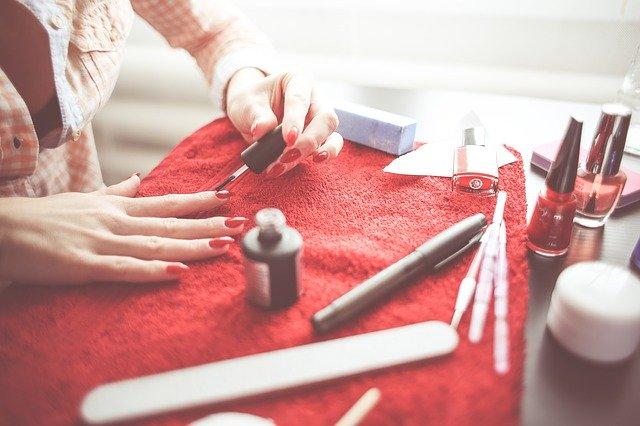 Comment enlever les ongles en gel à la maison en 5 étapes faciles !
